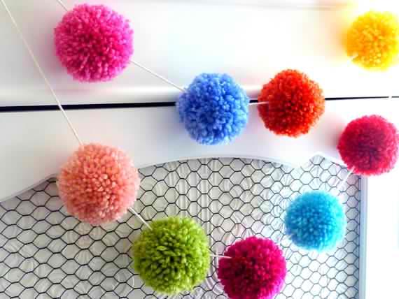 Yarn-pom-garland-1